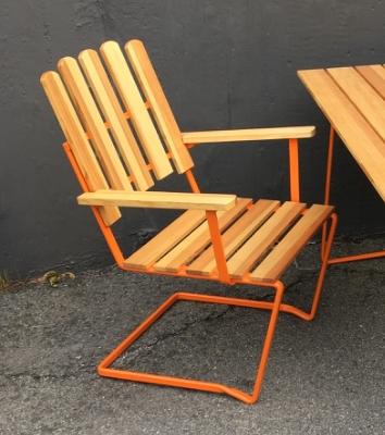 Set med 3 st stol A2 i oljad furu och orangelackerade stativGRYTHYTTAN